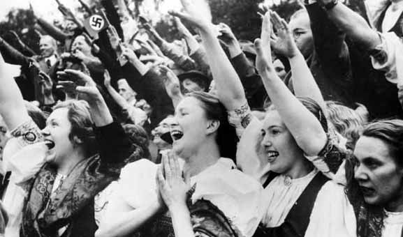 http://www.iranpoliticsclub.net/photos/nazi-girls5/images/Nazi%20Girls%20saluting%20&%20excited%20seeing%20Hitler.jpg